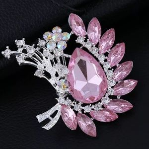 Jewelry - Stunning brooch